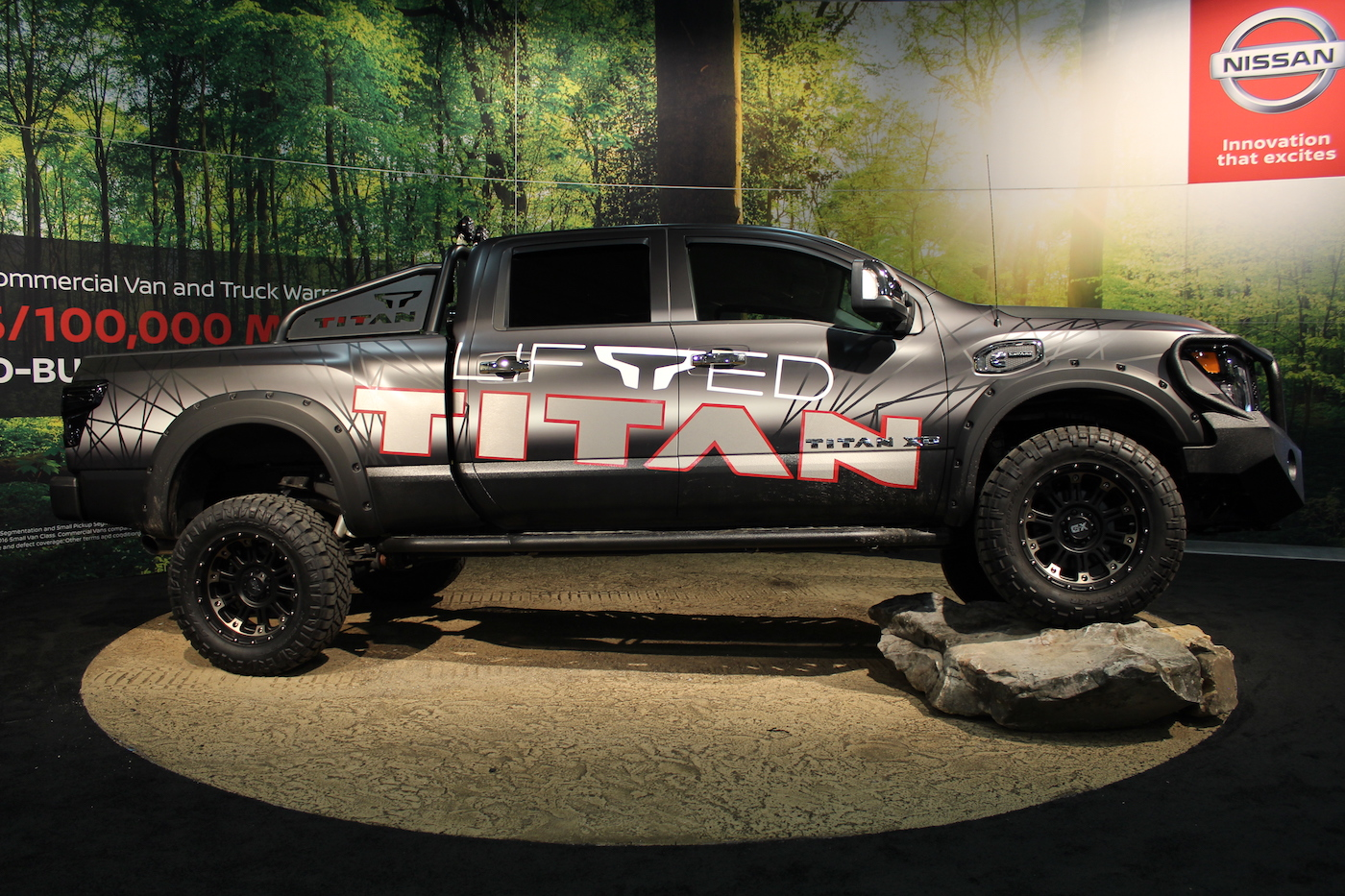 photo5_2018_Nissan_Titan_Lifted_1400